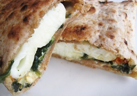 Yummy Spinach Egg Tortilla and side of Fruit * of Daisy Figueredo - Recipefy