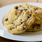 Chewy_jumbo_chocolate_chip_cookies-stacked-580-jpg_7814683