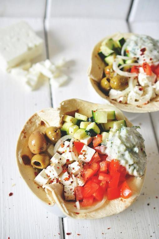 Greek salad wraps with tzatziki of Magdalena Dillon - Recipefy