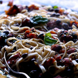 6688839021_tomatoes-parsley-and-black-beans-fettuccini-jpg%7d