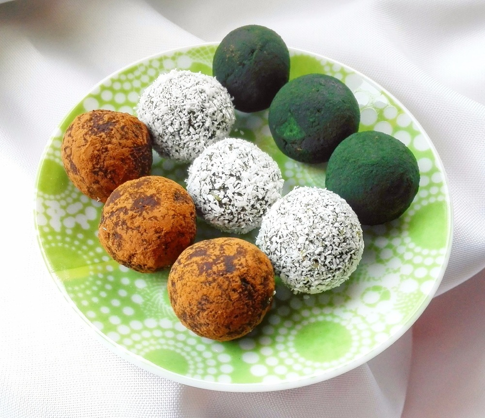 Spirulina And Coconut Chocolate Truffles of MyHealthyDessert - Recipefy