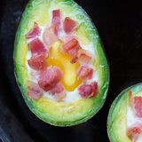Bacon-eggs-baked-avocados4