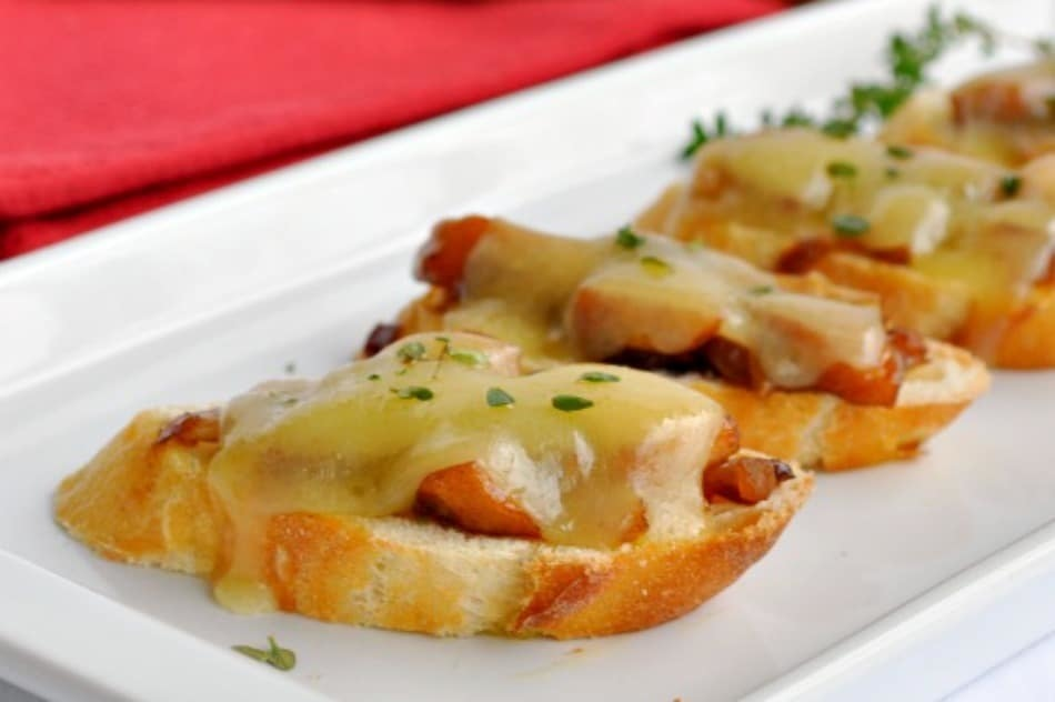 Apple-Cheddar Bruschetta of Kelly Barton - Recipefy