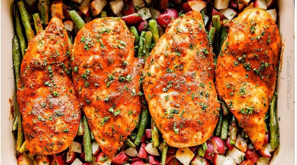 Mustard chicken breasts with potatoes and green beans of Sara Meyer - Recipefy